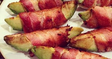 Baconbe göngyölt avokádó